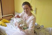 Malý Martin Bělík se narodil 1. května ve 12.07 s váhou 3240 gramů a mírou 49 centimetrů. Jeho rodiče, Ludmila Žáková a Petr Bělík, si svého synka odvezou do Zruče nad Sázavou.