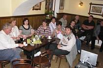 Už jen fotografie dokládá dobu, kdy se v benešovském Švejk Restaurantu U Zimů scházeli hosté. Třeba jako lékaři na snímku při jednom ze svých seminářů.