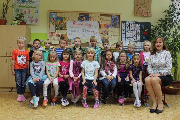 Prvňáčci z1.Aze základní školy Bystřice střídní učitelkou Janou Dvořákovou ve školním roce 2019/2020.