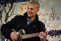Ve Vlašimi vystoupil při adventním trhu Martin Maxa.