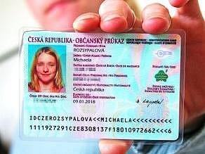 Občanský průkaz musí mít zelenou barvu a dva řádky se strojem čitelnými údaji