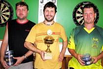 Nejlepší trojice v Mezihoří Open. Uprostřed vítěz David Miklas, vlevo druhý Jiří Jeníček a vpravo bronzový Martin Hoffman.
