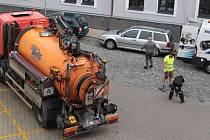 Údržba kanalizace v benešovské ulici F. V. Mareše.