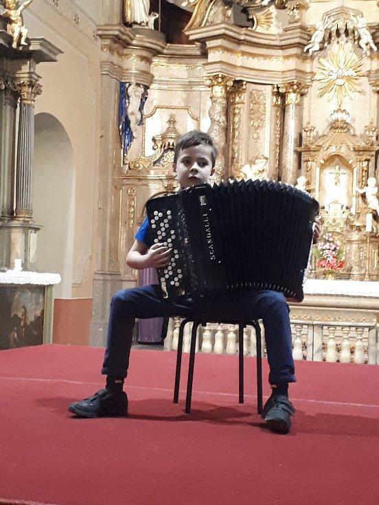 Akordeonista Viktor Stocker.