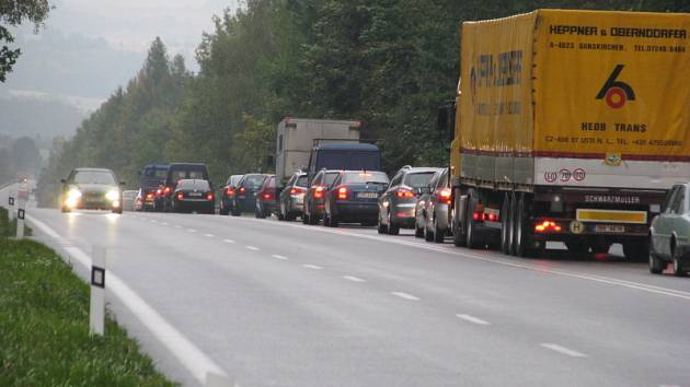 Dopravní nehoda na silnici E55 u Tužinky.