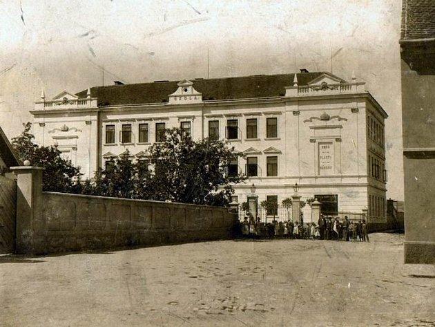 Měšťanská škola v Sedlci.