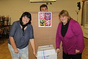 Volby nemusí být smrtelně vážnou záležitostí, jak například v Bukovanech v době, kdy v místnosti chyběli voliči.