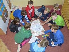 K akci Srdce s láskou darované se přidružila i louňovická škola.
