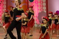 Jan Onder učí tančit dospělé, ale malé děti.