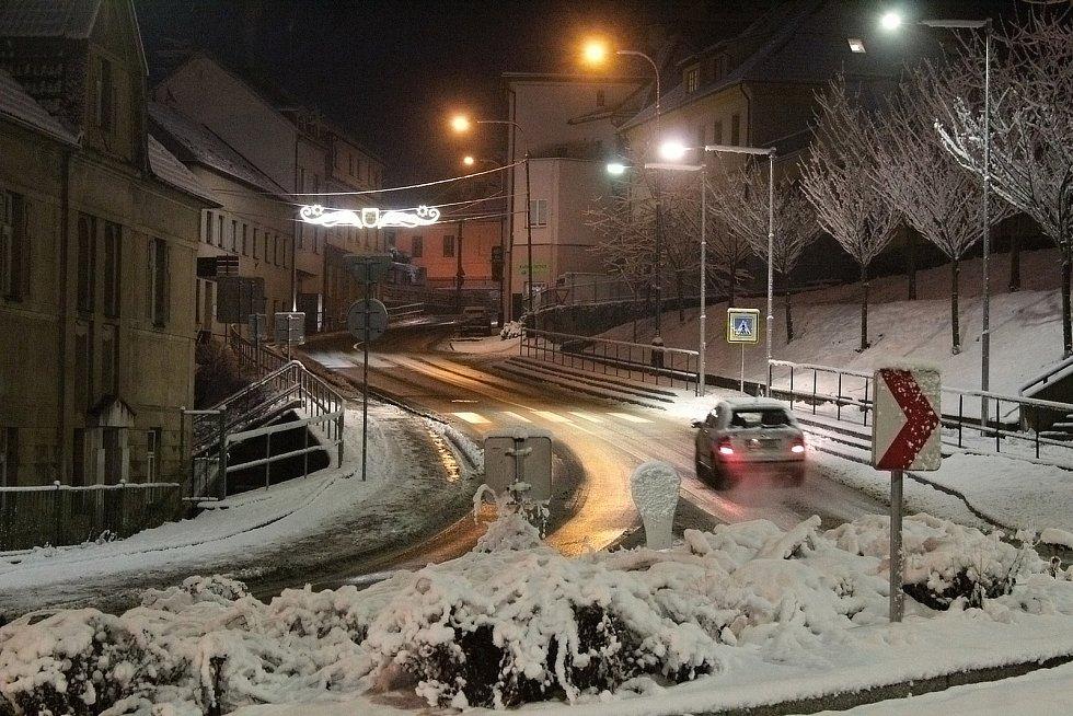 Zasněžený Týnec nad Sázavou ve čtvrtek 7. ledna 2021 ráno.