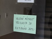 V Petroupimi v sobotu 21. října museli řešit vloupání do městského úřadu.
