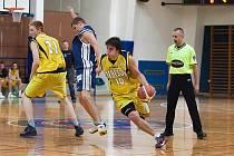 Kapitán Jakub Malý (u míče) byl jedním z tahounů Benešova v pohárovém dramatickém utkání s Vyšehradem.