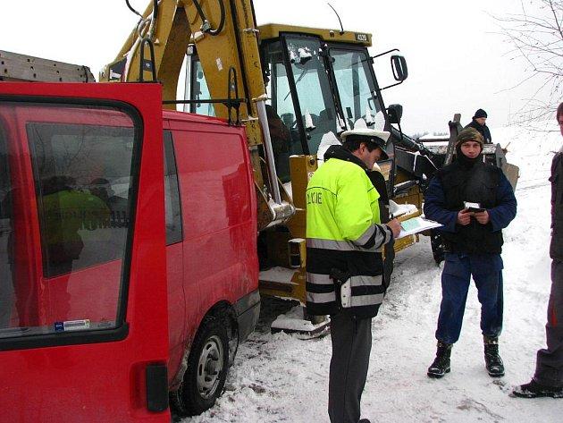 K vážnému zranění došlo na zledovatělé účelové komunikaci nad osadou.