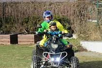 Děti z mateřinky MiniSvět Mrač zažily svou první velkou jízdu na čtyřkolkách.