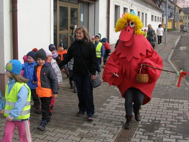 Předškoláci z mateřské školy v Táborské ulici vyrazili v úterý 22. března dopoledne na velikonoční procházku městem.