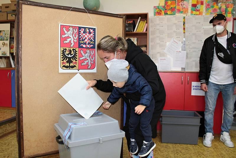 Parlamentní volby v Benešově. Volební okrsek číslo 8.