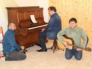 Terapii hudbou si vyzkoušeli v tloskovském centru