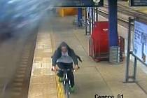 Fotografie z kamery umístěné na nástupišti benešovského vlakového nádraží. Zdroj: