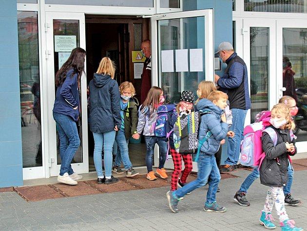 Poslední den vúterý 13.října 2020na Základní škole Jiráskova vBenešově před další koronavirovou přestávkou.