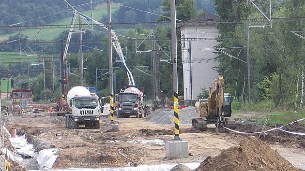 Stavba IV. železničního koridoru v srpnu 2011 - stanice Olbramovice, lichá kolejová skupina