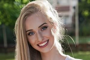Devatenáctiletá dívka Kristýna Hyská z obce Nespeky se probojovala do finálové dvanáctky soutěže Miss České republiky.