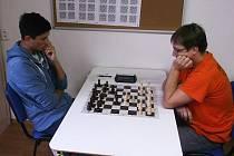 K vysoké výhře vlašimského céčka v Sázavě přispěl na 2. šachovnici Jaroslav Pazdera (vpravo), jenž přehrál domácího Dominika Krykorku.