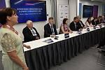 Ze setkání vedení Středočeského kraje a několika členů Vlády ČR se starosty obcí v Cubex Centru v Praze.