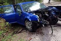 Střet dvou automobilů prověřují policisté. Jeden z řidičů utrpěl vážná zranění, druhý od nehody ujel.