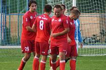 Fotbalisté Votic (v červeném) porazili doma  Průhonice 2:0.