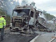 Požár maďarského kamionu na dálnici D1 u Ostředka.