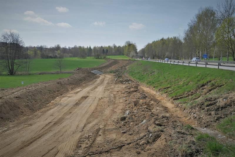 Stavba přeložky silnice I/3 u Olbramovic.