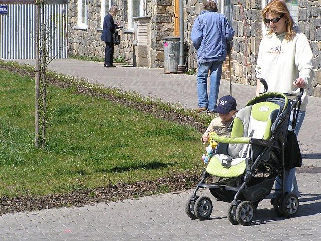Kolem místa, dříve nebezpečného chodí i maminky s malými dětmi.