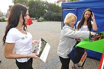 Při propagaci recyklace spolu s Lucií Sovovou asistovala Klára Šiková a loňská vítězka ankety Ivana Hnilicová.