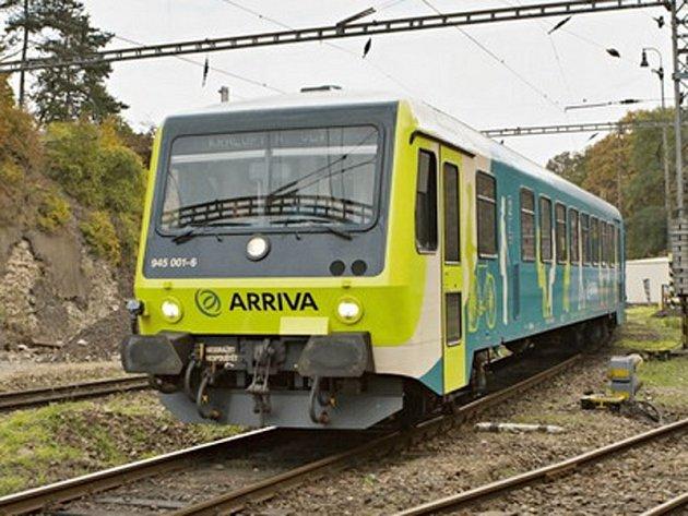 Motor  Daimler-Benz a hydrodynamický přenos výkonu na jedinou hnanou nápravu soupravě Arriva umožní jet rychlostí až 120 km/h.