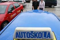O autoškoly mají přes prázdniny zájem hlavně studenti