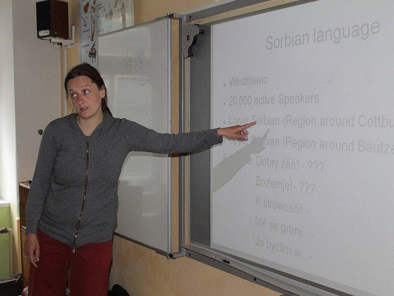 Zahraniční dobrovolníci při návštěvě miličínské základní školy - Annegret Breithaupt, Německo.