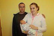 Manželé Kristýna a Tomáš Hlaváčkovi se od 12. dubna radují ze synka Filipa. Ten při narození ve 13.46 vážil 3 790 gramů a měřil 53 centimetrů. Doma v Praze bratříčka přivítala sestra Adéla (3).