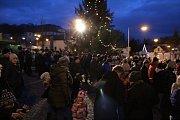 Rozsvěcení vánočních stromů v Pyšelích a Benešově.