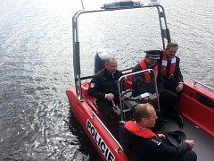 Slapská poříční policie bude přehradu brázdit s novým motorovým prámem.