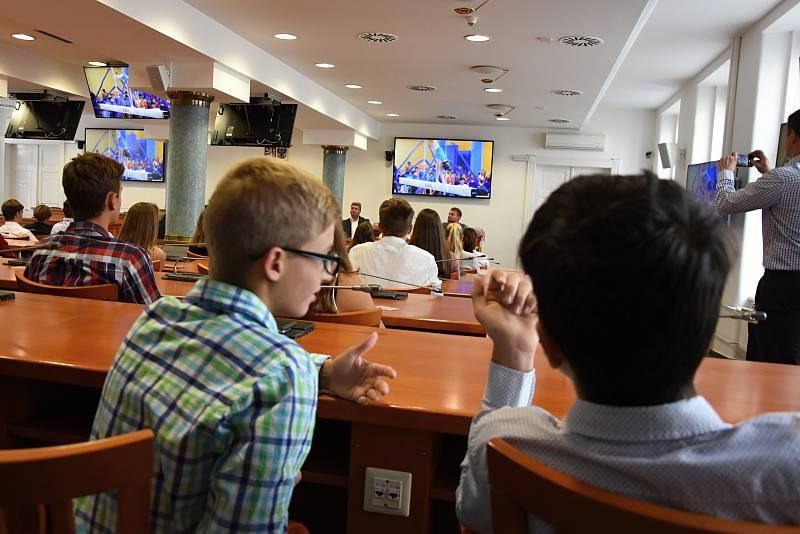 Perníkovými medailemi byli oceněni sportovci, kteří reprezentovali Středočeský kraj v červnu letošního roku na Hrách IX. letní olympiády a mládeže na Liberecku.