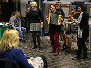 Z hudebního setkání 'Zveme Ježka na Františka' v bývalé sklářské huti František v Sázavě.