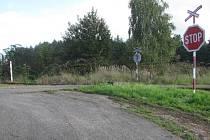 Obnovení železničního přejezdu na pole u Sedlečka stálo v 90. letech podle současných norem přes půl milionu korun.