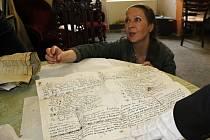 Listina objevená v plechové schránce umístěné v makovici věže klášterního kostela v Sázavě.