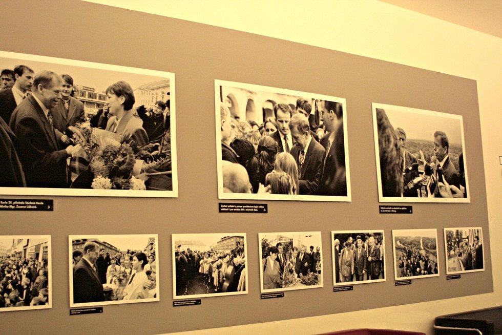 Fotky Václava Havla jako symbol sametové revoluce.