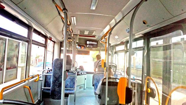 Jízdu zpožděným autobusem zvolili z Týnce do Benešova jen čtyři cestující.