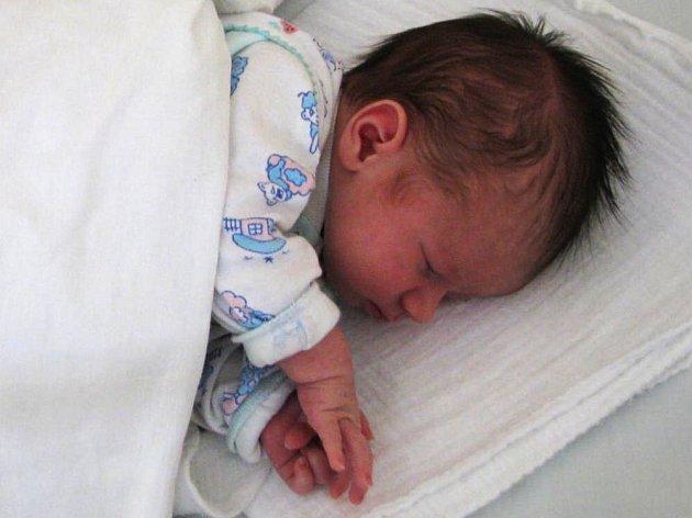 Ivetě Ondruchové a Ondřeji Topinkovi z Kamenice se 13. listopadu v půl desáte večer narodil syn Denis. Po porodu vážil 3,64 kg a měřil 53 cm.