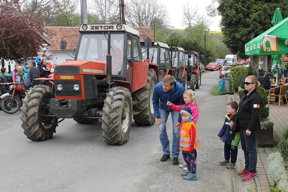 Sraz traktorů v Nahorubech.