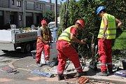 Místo nehody na křižovatce Longenovy a Erbenovy ulice den po tragédii.