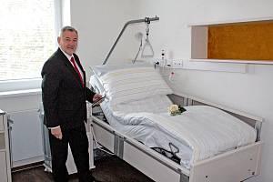 V areálu Rehablitačního ústavu Kladruby zatím poslední objekt, pro movitější klienty, otevřel ředitel Josef Hendrych 23. ledna 2020.