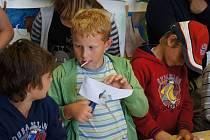 Téměř stovka návštěvníků, z toho většina dětí přišla prožít do Podblanického ekocentra Noc netopýrů.